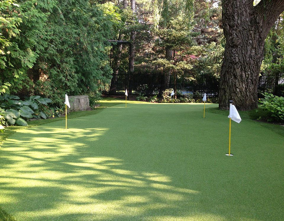 5 hole putting green with artificial golf turf in Ajax Ontario