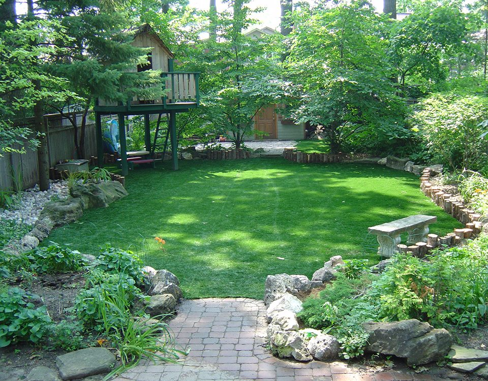 gorgeous yard with artificial lawn turf in burlington ontario
