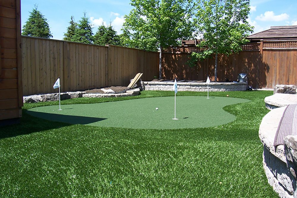 artificial golf greens & turf pic