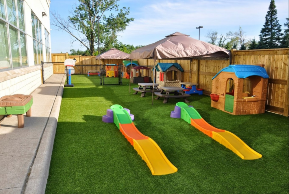 Kids love DT Playground Grass soft and safe