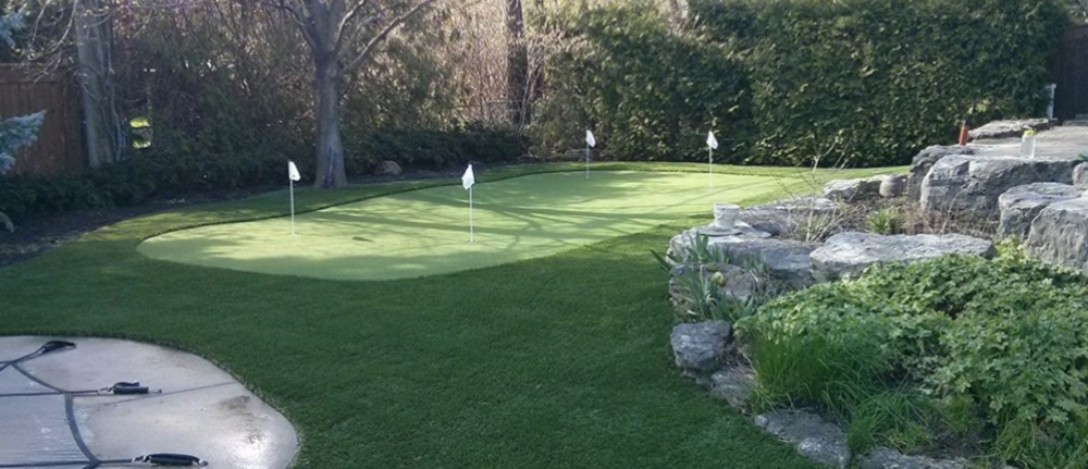 Toronto backyard golf green for the avid golfer