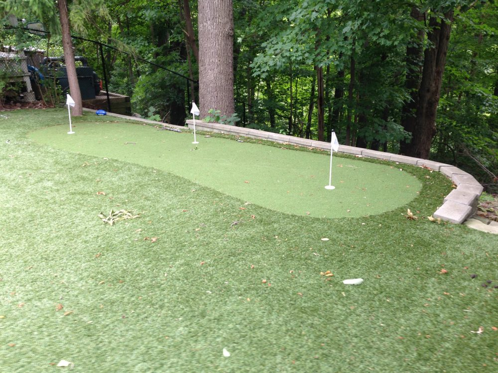 Golf green build near ravine and retaining wall