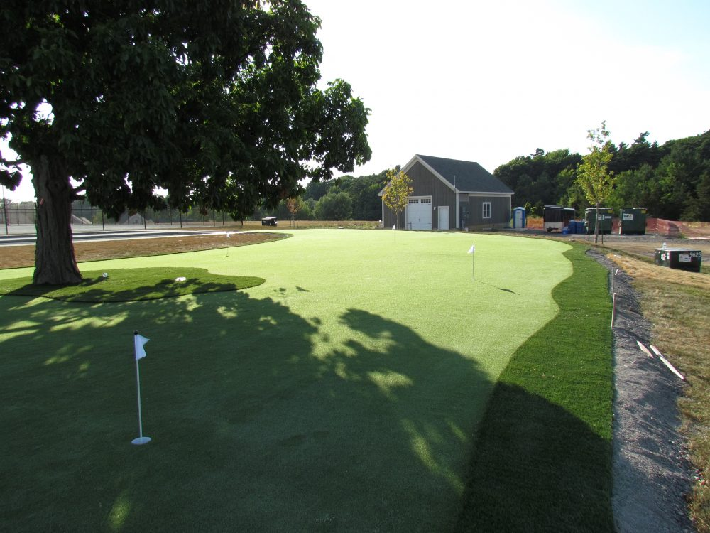 Large 3,000 ft2 commercial golf green