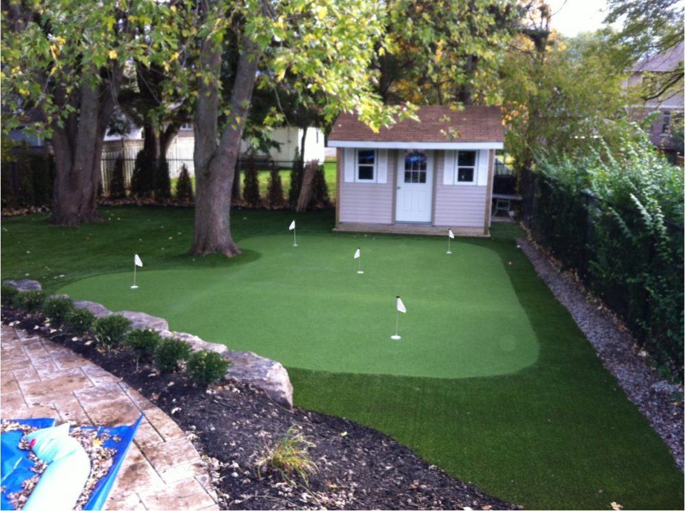 Ajax artificial golf green provides a professional golf green practice