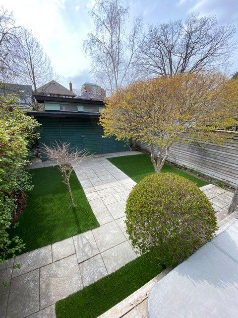 Alovely match of stone path and artificial grass