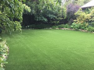 artificial-gras-large-yard-with-gardens