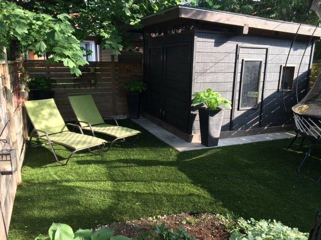 dark & rich grass with furniture
