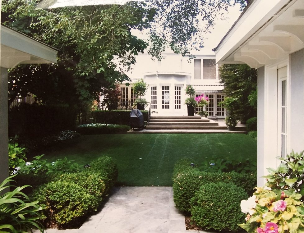 A perfectly manicured landscape for low maintenance